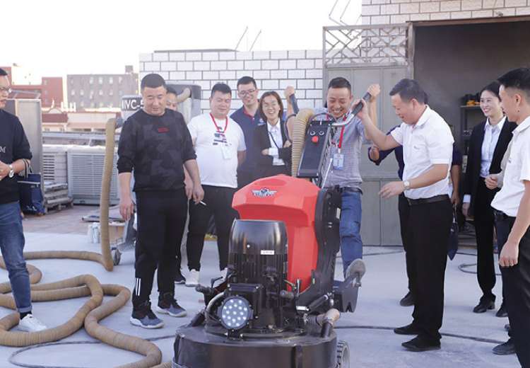 Xingyi helps you progress towards excellence! ——Occupational skills training for overall floor paver